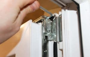 Пластиковые окна и двери: регулировка и ремонт